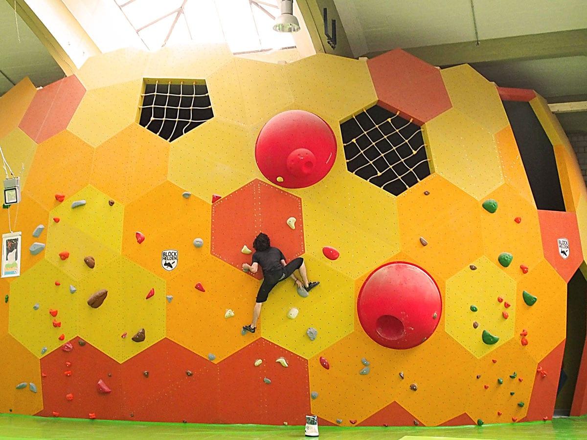 bouldern indoor man blockhelden